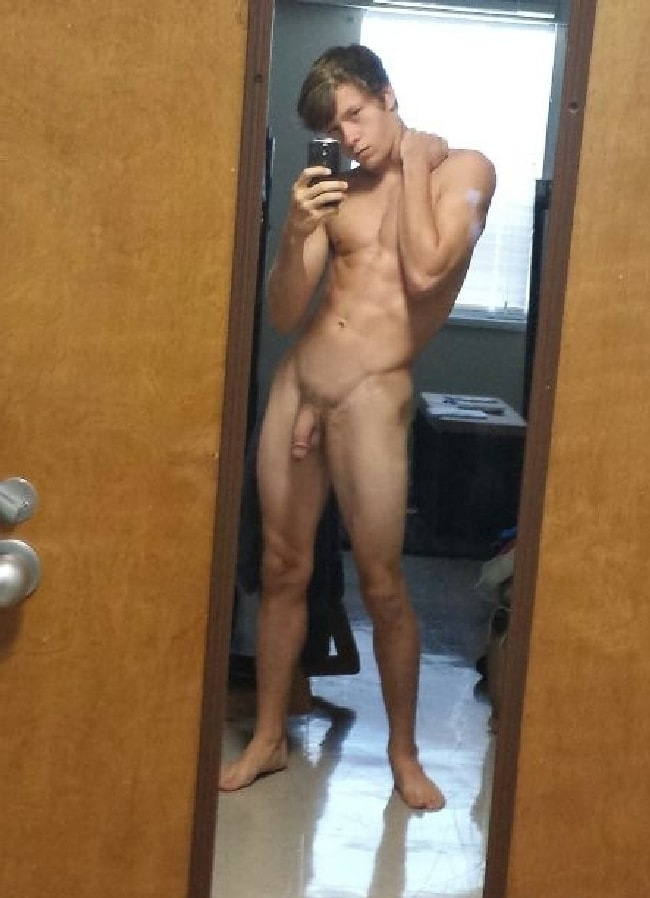 Site Nude blonde girl mirror selfie have